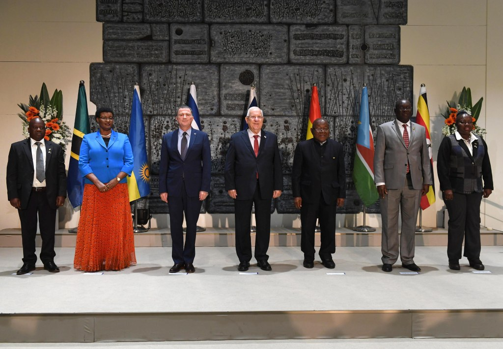 """נשיא המדינה, ראובן ריבלין, נפגש עם ראשי פרלמנטים מרואנדה, אוגנדה, גאנה, טנזניה, ודרום סודאן, דצמבר 2017. צילום: מארק ניימן, לע""""מ"""