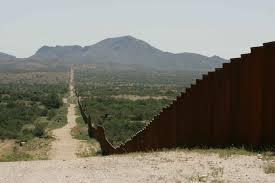 """חומה על הגבול בין ארה""""ב למקסיקו"""