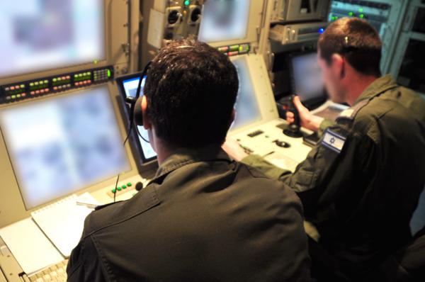 """מפעילי מל""""ט. תמונה מתוך אתר חיל האוויר"""