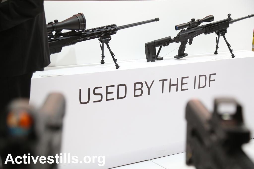 """""""בשימוש צה""""ל"""". דוכן מכירות של חברת נשק ישראלית בתערוכת הנשק ISDEF בת""""א, יוני 2019. צילום: קרן מנור, אקטיבסטילס"""